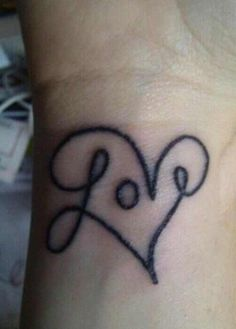I don& want a tatoo, but I do. IF I ever got one, it would be mini, mini where my bracelets go and would be the name(s) of my hubster and kids - LOVE this idea and design for my someday, non-existant tatoo Wrist Tattoos, Get A Tattoo, Tatoos, Tattoo Pics, Heart Tattoos, Ink Tattoos, Girly Tattoos, Word Tattoos, Arrow Tattoos