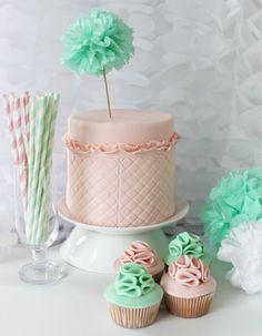 Peach ruffles cake with mint en peach ruffles cupcakes!