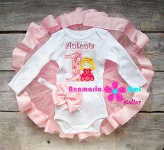 Costumas personalizat brodat by Anamaria Ami