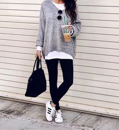 Ways To Style Adidas Superstar Sneakers - The Sister Studio Legging Outfits, Athleisure Outfits, Sporty Outfits, Casual Fall Outfits, Mode Outfits, Leggings Fashion, Fashion Outfits, Womens Fashion, Sneaker Outfits Women