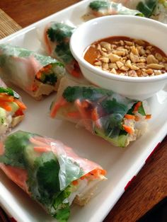 taylor made: peanut sauce two ways: chicken pad thai spring rolls & thai chicken satay Use vegan Chikn strips and agave in place of honey to make this vegan Healthy Snacks, Healthy Eating, Healthy Recipes, Spring Roll Peanut Sauce, Thai Spring Rolls, Summer Rolls, Onigirazu, Chicken Satay, Thai Chicken
