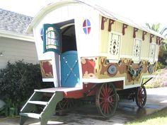 Une roulotte gitane restaurée