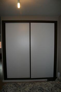 Frente de armario lacado en blanco con perfiler a acero for Puertas minguela