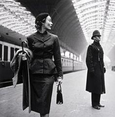 Toni Frissell ( 1907-1988 ) fue una fotógrafa de moda, reportera durante la Segunda Guerra Mundial y retratista de figuras conocidas en todo los ámbitos.