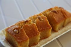 Semolina cake with lemon syrup (kalo prama)