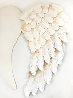 Here's one finished wing. I created angel wings with my Cricut Explore Air for a Peace on Earth holiday display. Check out how I did it and grab the feather svg files to make some magic for your home! Holiday Angel Wing Tutorial at Halfpint Design. Diy Angel Wings, Diy Wings, Feather Angel Wings, Diy And Crafts, Arts And Crafts, Paper Crafts, Christmas Angels, Christmas Crafts, Diy Angels