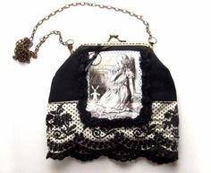 """Bolso vintage de """"Alicia en el país de las maravillas"""" con ilustración antigua. Tela de algodón 100% y encaje."""