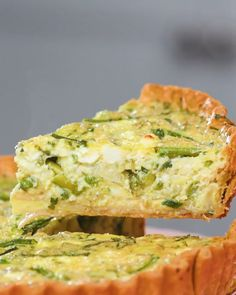 Brunch like a boss with Aunt Rose's spring asparagus quiche. Pro-Tip: Be patient before cutting into your quiche. Even though the top may appear perfectly golden and crispy, the inside is still playing catching up. Quiche Muffins, Keto Quiche, Frittata, Asparagus Quiche, Vegetable Quiche, Breakfast And Brunch, Brunch Recipes, Breakfast Recipes, Amazing Food Videos