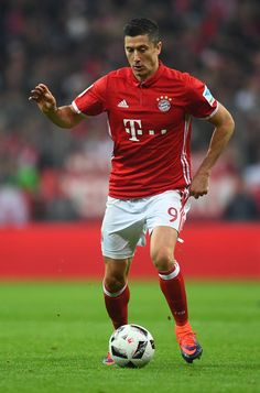 Robert Lewandowski of FC Bayern Muenchen in action during the Bundesliga match between FC Bayern Muenchen and Borussia Moenchengladbach at Allianz Arena on October 22, 2016 in Munich, Germany.