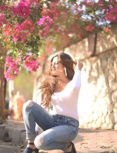 Girl Photo Poses, Girl Photography Poses, Girl Photos, Reem Sheikh, Facebook Featured Photos, Teen Hotties, Facebook Features, Selfie Ideas, Indian Teen