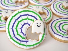 Get ready for Halloween with these spooky, yet adorable ghost themed cakes and treats. We've rounded up our favorite cakes, cupcakes, cookies, and pops that are sure to delight. Ghost Cookies, Fall Cookies, Iced Cookies, Cute Cookies, Cupcake Cookies, Cookies Et Biscuits, Apple Cookies, Cookie Icing, Holiday Cookies