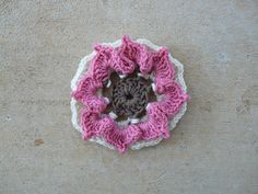 Three crochet rounds of a vanilla yarn, crochetbug, crochet flower, 101 crochet squares, jean leinhauser