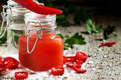Domácí tabasco Tabasco Hot Sauce, Hot Sauce Bottles, Preserves, Pickles, Chili, Korn, Food And Drink, Vegetables, Preserve