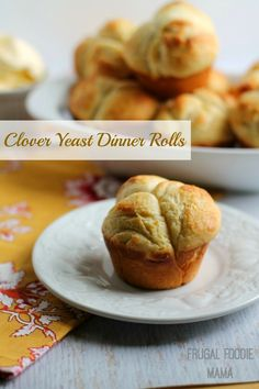 Clover Yeast Dinner Rolls- this soft, pull apart dinner rolls need to make an appearance on your dinner table! #ad