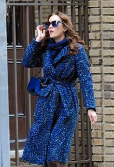 Blair Waldorf (Leigton Meester) in blue winter look / Gossip Girl Gossip Girls, Mode Gossip Girl, Estilo Gossip Girl, Gossip Girl Outfits, Gossip Girl Fashion, Estilo Blair Waldorf, Blair Waldorf Outfits, Blair Waldorf Style, Chuck Bass