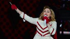 """""""Suomalaisohjaaja Elias Koskimies linkkasi Twitterissä ohjaamansa I've Only Just Begun -lyhytvideon. Ohjaaja oli merkannut twiittiin mukaan popin kuningattaren Madonnan, joka yllättäen vastasi Koskimiehelle. Popmoguli oli Koskimiehen kanssa samoilla linjoilla vallankumouksen käynnistämisestä."""" Kuva: Madonna Varsovassa, Puolassa 2012 http://ylex.yle.fi/uutiset/popuutiset/madonna-kehottaa-putinia-katsomaan-suomalaisohjaajan-lyhytelokuvan"""