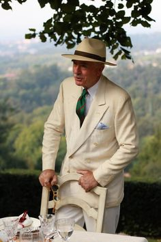 a gentleman italian style Old Man Fashion, Best Mens Fashion, Men's Fashion, Fashion Looks, Sharp Dressed Man, Well Dressed Men, Style Dandy, Men's Style, Style Men