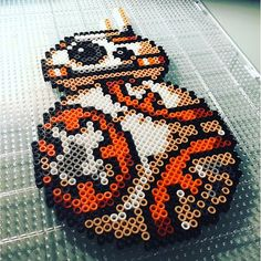 BB-8 Star Wars VII perler beads by perlermom - Pattern: https://de.pinterest.com/pin/374291419012925210/