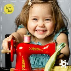 É com essa alegria e disposição que a gente faz roupas para os pequenos. Bom dia, com muito amor! <3