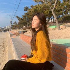 """always radiating the biggest girlfriend material vibes"" South Korean Girls, Korean Girl Groups, Kpop Aesthetic, New Girl, Me As A Girlfriend, Kpop Girls, Girlfriends, Photoshoot, Style Inspiration"
