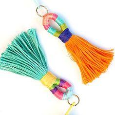 DIY wrapped tassels using DMC threads Cool Diy Projects, Craft Projects, Sewing Projects, Crafts To Make, Arts And Crafts, Diy Crafts, Diy Tassel, Passementerie, Boho Diy
