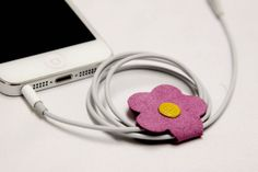 How cute and pretty is the Happy Daisy earphone winder! Tis the season to shop for the perfect stocking stuffer! Happy Yam - Happy Daisy Earphone Winder/Bobbin in Violet, $5.25 (http://www.happyyam.com/happy-daisy-earphone-winder-bobbin-in-violet/) #pink #violet #daisy #flower #felt #bobbin #winder #earphone #earphones #earbuds #organize #cute #fun #happy #happyyam #pretty