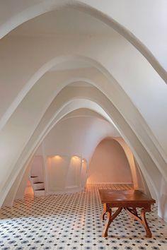Casa Batlló in Barcelona, Spain - Antoni Gaudi via David Cardelús Architecture Design, Art Nouveau Architecture, Beautiful Architecture, Architecture Sketchbook, Organic Architecture, Victorian Architecture, Architecture Portfolio, Residential Architecture, Interior And Exterior