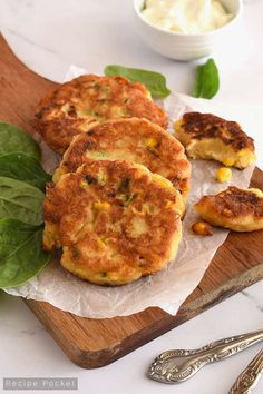 Easy Creamed Sweet Corn Fritters [Makes 22 Fritters] Cream Corn Fritters, Sweet Corn Fritters, Corn Fritter Recipes, Easy Bread Recipes, Snack Recipes, Savory Snacks, Easy Snacks, Ham And Cheese Pinwheels, Canning Sweet Corn