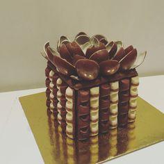 Kinder bueno Kinersurprise cake
