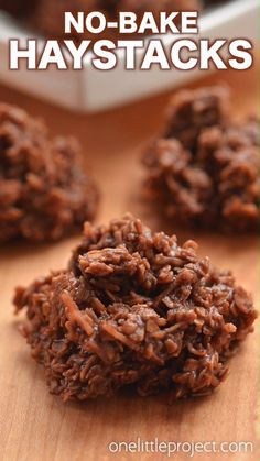 No-Bake Chocolate Haystacks Cookies This is such an awesome kid friendly snack recipe to make with the kids! Loaded with oats and coconut they make an excellent after school snack! Quick Dessert Recipes, Easy Cookie Recipes, Easy No Bake Recipes, Brownie Recipes, Easy Desserts, Cake Recipes, Healthy No Bake Cookies, Quick Cookies, Gluten Free No Bake Cookies