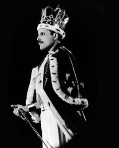 Freddie Mercury, the true king of queens. And ultimate queen of them all. Queen Freddie Mercury, Queen Mercury, Freedy Mercury, John Deacon, King Of Queens, Queen Band, Killer Queen, Tatouage Freddie Mercury, Freddie Mercury Tattoo