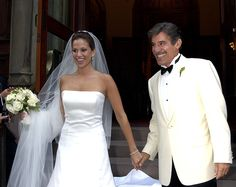 2004 The 2000s saw the rise of the strapless wedding dress, with early aughts brides like Jessica Simpson, Carmen Electra, and Erica Levy (pictured here) choosing the trendy silhouette.