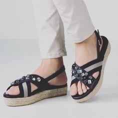 PORFAVOR Necesito estas sandalias de @weekendmaxmara #love #shoes #shoeporn #shoesoftheday #wishlist #cute #style #funfashion #fashion #fashionisima #weekend #shopping #weekendmaxmara #needit #loveit #wantir #liketkit