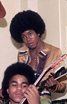 Tito Jackson, The Jackson Five, Jermaine Jackson, Jackson Family, Black History Month Quotes, Black History Facts, Black Actors, Black Celebrities, Young Michael Jackson