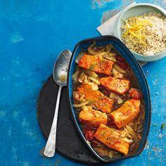 Feines Fusion-Food: Couscous, Fenchel, Kirschtomaten und Salzzitronen geben den nordischen Lachs eine orientalische Note.  gesehen bei Brigitte.de #basmafood