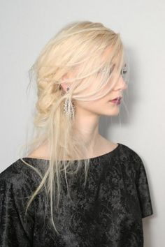 Hair and Makeup Fit For a Wintery Ice Princess at Tadashi Shoji Beauté Blonde, Blonde Braids, Messy Hairstyles, Pretty Hairstyles, Updo Hairstyle, Prom Hairstyles, Coiffure Hair, Heart Hair, Punk