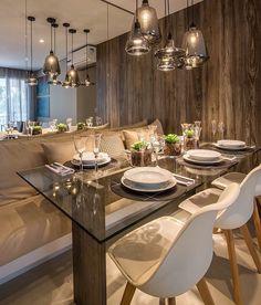 Sala de jantar bela e inspiradora. Com destaque para a mesa de vidro com base de madeira os pendentes em vidro fumê e as paredes revestidas com espelho e madeira. Amei Projeto Claudia Albertini Me encontre também no @pontodecor {HI} Snap:  hi.homeidea  http://ift.tt/23aANCi #bloghomeidea #olioliteam #arquitetura #ambiente #archdecor #archdesign #hi #cozinha #homestyle #home #homedecor #pontodecor #homedesign #photooftheday #love #interiordesign #interiores  #picoftheday #decoration #world…