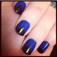 Nail Art triangle bleu électrique - noir
