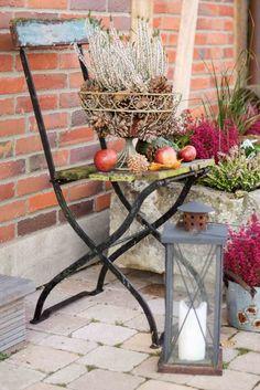 Kürbisse, Heidekraut und Äpfel: Herbstdekoration im Landhauslook (Foto: Verlag: BusseSeewald)  http://landhaus-look.de/natuerlich-wohnen#more-13675