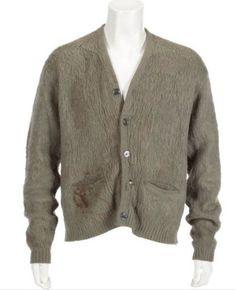 Le gilet de Kurt Cobain vendu 140800$ aux enchères - http://www.2tout2rien.fr/le-gilet-de-kurt-cobain-vendu-140800-aux-encheres/