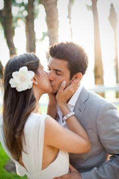 style me pretty - real wedding - usa - florida - vero beach wedding - windsor - bride & groom - kiss
