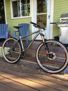 Getting The Right Bike Seat Hardtail Mtb, Hardtail Mountain Bike, Mountain Bike Trails, Downhill Bike, Mtb Bike, Cycling Bikes, Cycling Equipment, Titanium Bike, Moutain Bike