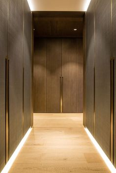 One Hyde Park, Knightsbridge. Joinery - INTERIOR-iD. Dressing Room with antique brass metal detailing, bespoke recessed handles fully integrated into framed wardrobe doors with woven leather and dark stained Zebrano timber. Design Hall, Flur Design, Home Design, Interior Design, Interior Door, Study Design, Wardrobe Design Bedroom, Wardrobe Closet, Wardrobe Doors