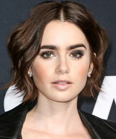 Makeup Ideas: Lily Collins Flashes Flawless Legs in Gold Mini Dress and Stuart Weitzman Nudist Sandals at the 2016 Saint Laurent at the Palladium Event Lily Collins Pelo Corto, Lily Collins Short Hair, Lily Collins Bob, Lily Collins Makeup, Lily Collins Haircut, Lily Collins Style, Hair Inspo, Hair Inspiration, Short Hair Cuts