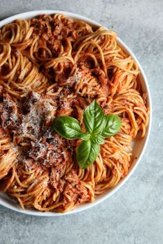 65 Insanely Easy Summer Dinner Ideas- Spaghetti with Creamy Meat Sauce