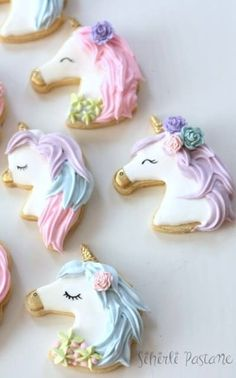 Decorated unicorn cookies decorated with royal icing and fondant. Some easy DIY unicorn cookies and many colorful, rainbow unicorn cookies! Iced Cookies, Cute Cookies, Royal Icing Cookies, Baking Cookies, Unicorn Cake Design, Bolo Original, Unicorn Foods, Unicorn Cookies, Cookie Cutter Set