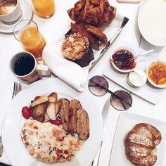 Café da manhã especial e inspirador para começar com toda a energia mais um dia de desfiles e muita moda  @fhits #fhitsny