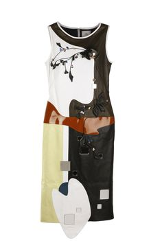 Anne Sofie Madsen's lamb nappa dress with cowhide flowers, stainless steel bullets, glass beads and acrylic mirrors. Fashion News, Fashion Art, Anne Sofie Madsen, Trending Art, Acrylic Mirror, 2016 Trends, Bullets, Mirrors, Lamb