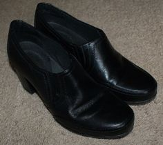 Clarks bendables black leather slip on heels shoes womens size 8M #Clarks #SlipOn #Casual