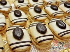 Recept Mocca oválky s kávovým zrnkem Funeral Food, Yummy Treats, Sweet Treats, Cake Recipes, Dessert Recipes, Italian Cookie Recipes, Czech Recipes, Mocca, Low Carb Desserts